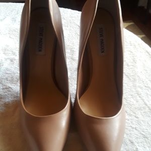Steve Madden pumps. Only wore once and is in great